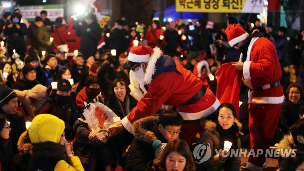 圣诞老人现身反朴集会