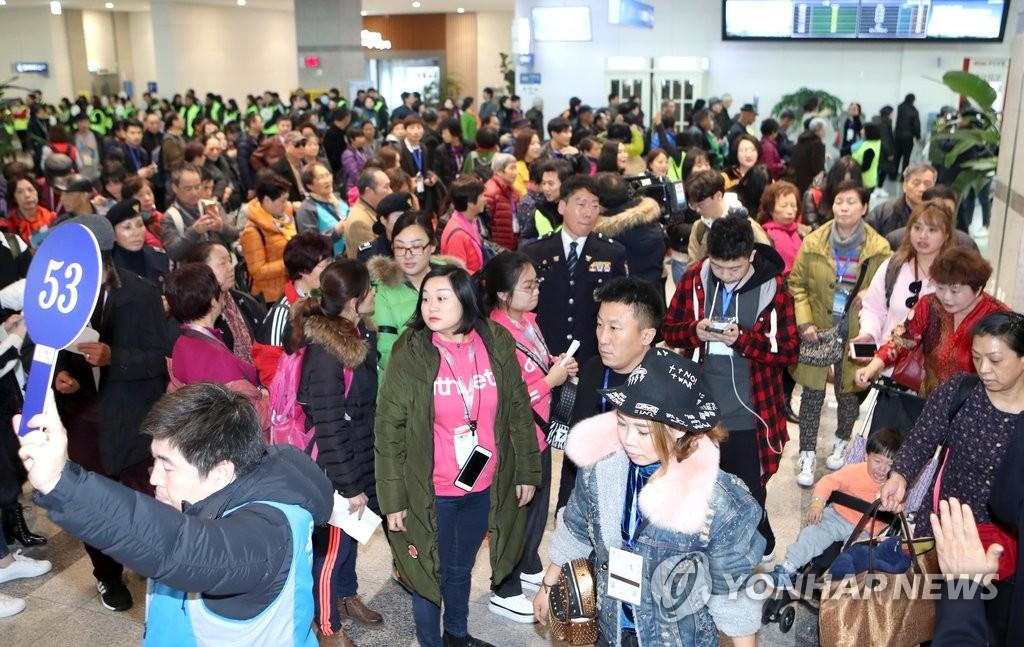2017首批抵釜山港的中国邮轮游客