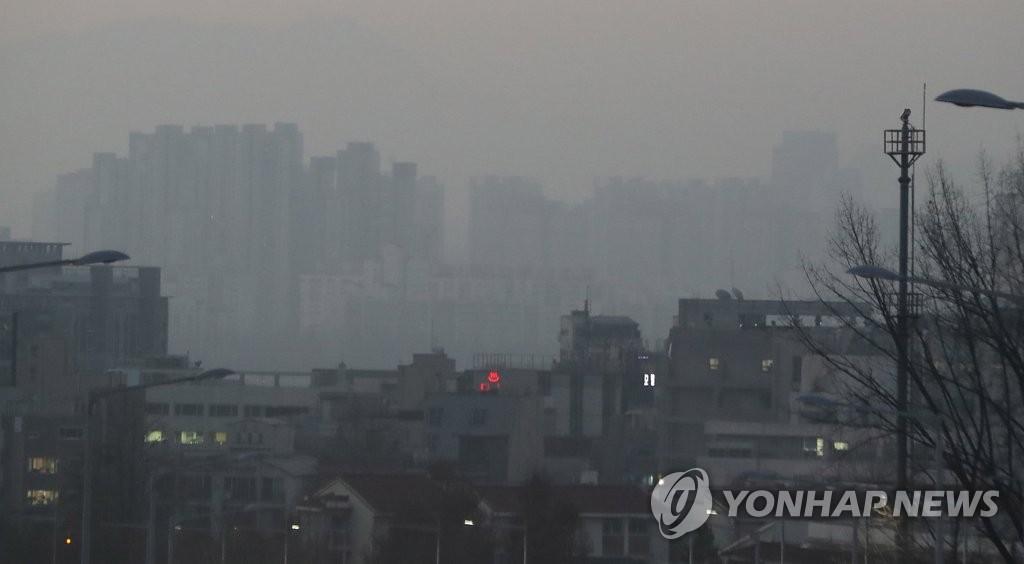 首尔市区被雾霾笼罩