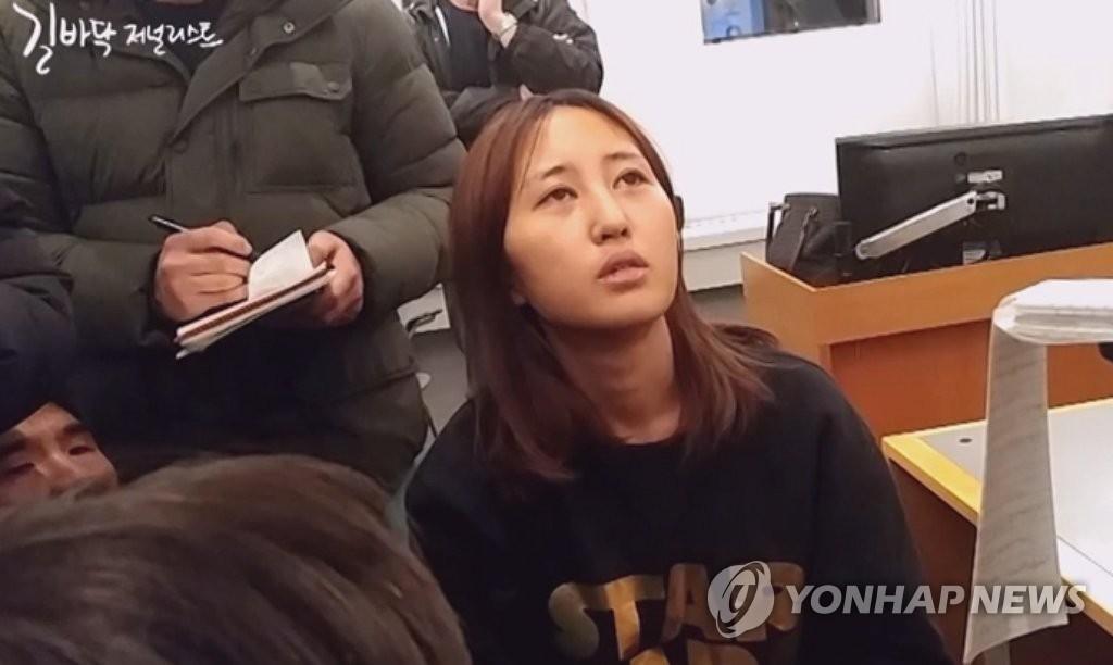 总统亲信崔顺实之女接受采访