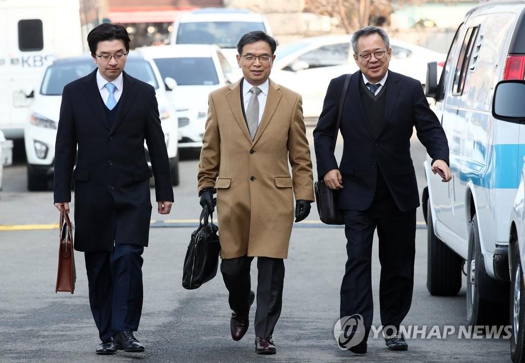 朴槿惠律师团参加弹劾案首审