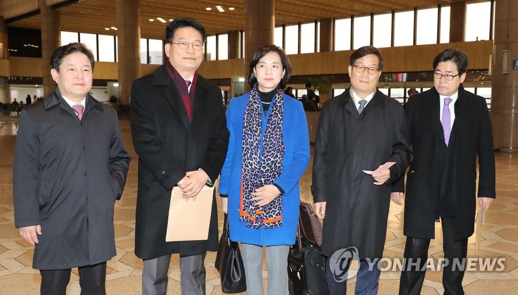 韩最大在野党代表团启程访华