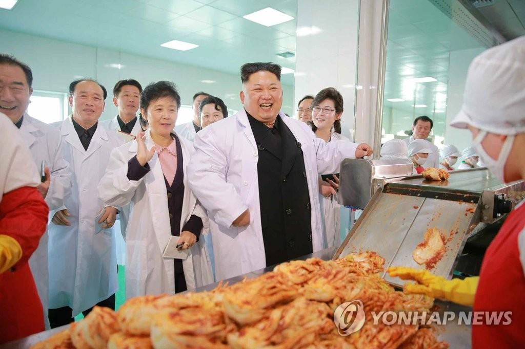 金正恩视察泡菜工厂