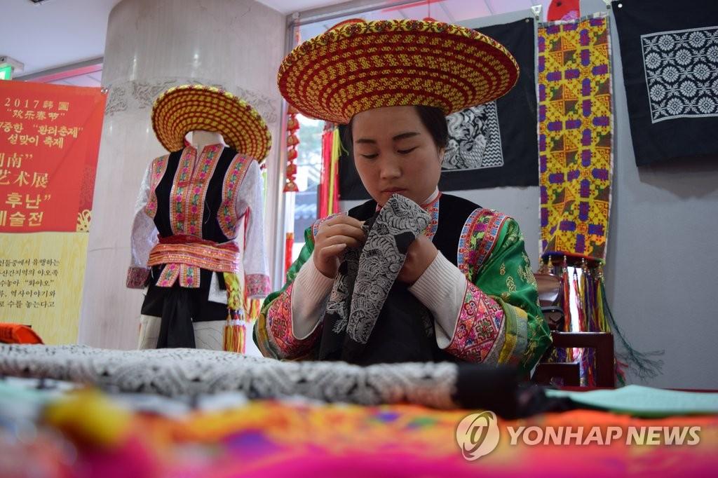 """""""欢乐春节""""庙会在韩开锣"""