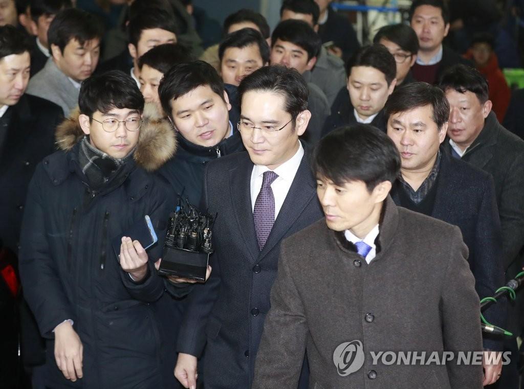 三星李在镕接受法院审讯