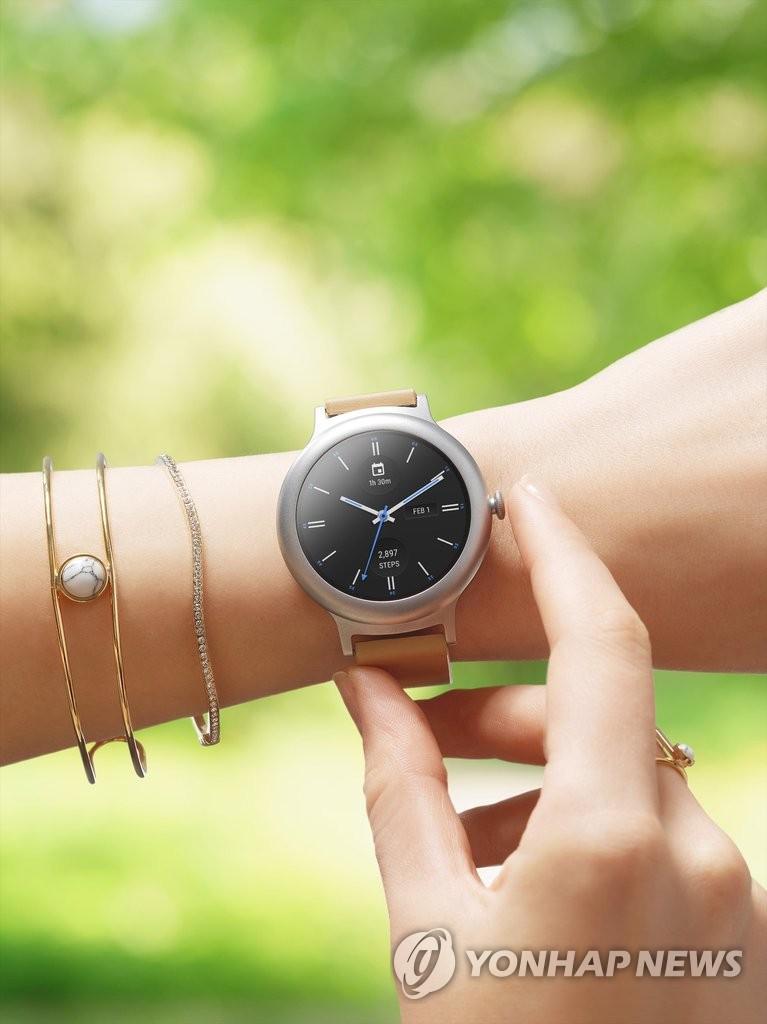 LG电子Watch Style智能手表面市