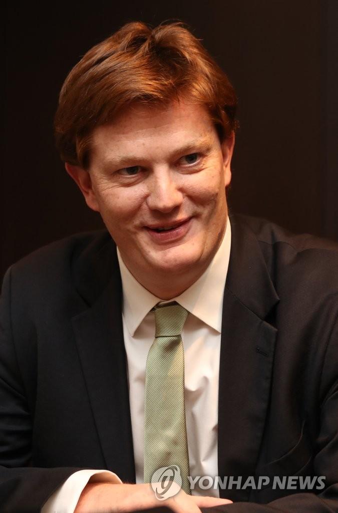 亚投行副行长丹尼·亚历山大