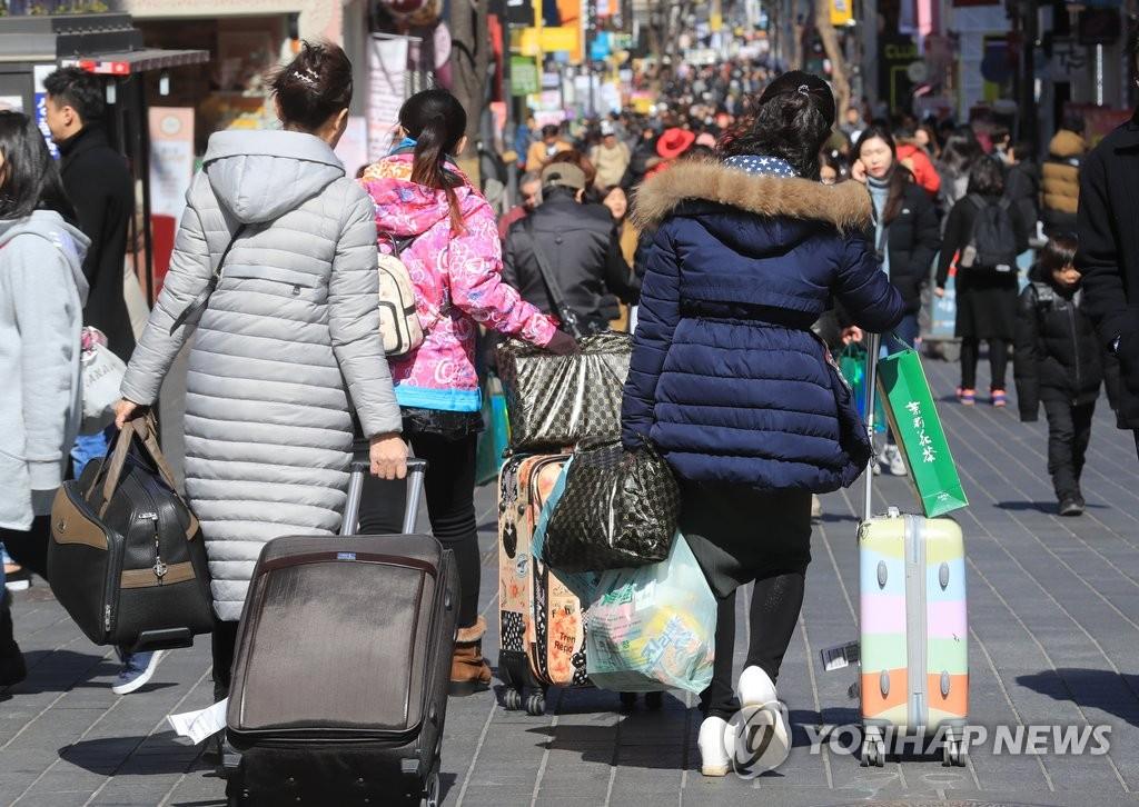 明洞街头的中国游客