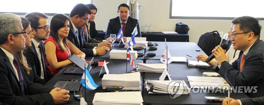 韩国与中美洲五国草签自贸协定