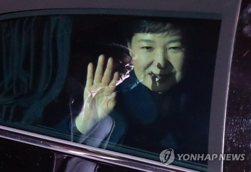 朴槿惠回到私邸
