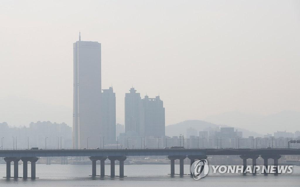首尔市区遭遇雾霾