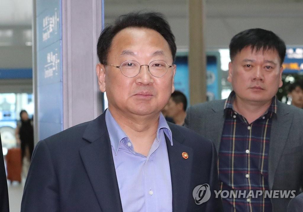 韩财长启程访德