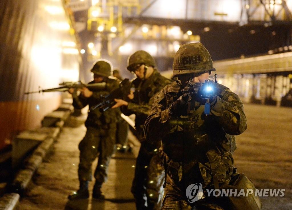 韩海军开展防护训练