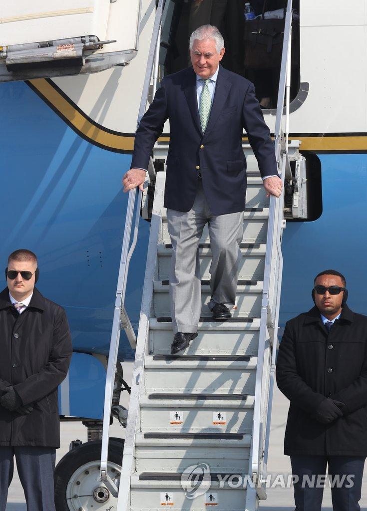 美国务卿蒂勒森抵韩