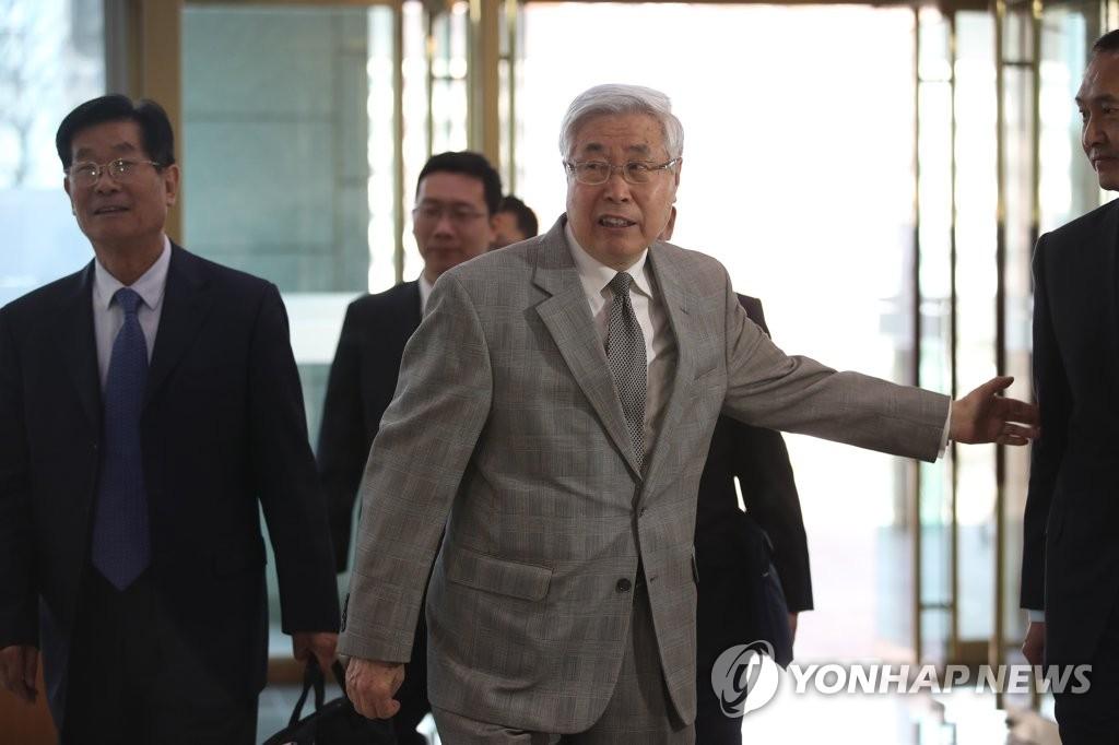 中国前副外长王英凡访问韩外交部
