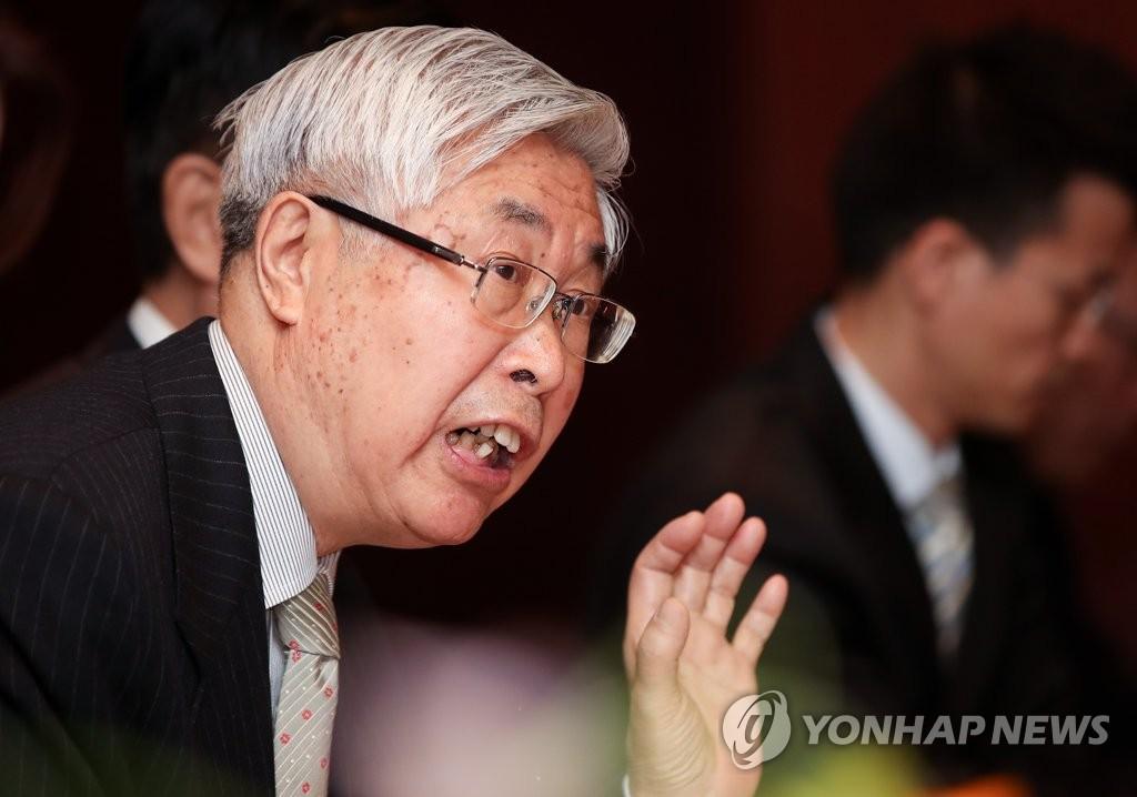 3月22日上午,在首尔新罗酒店,正在韩国访问的中国外交部前副部长王英凡在新闻媒体恳谈会上发言。(韩联社)
