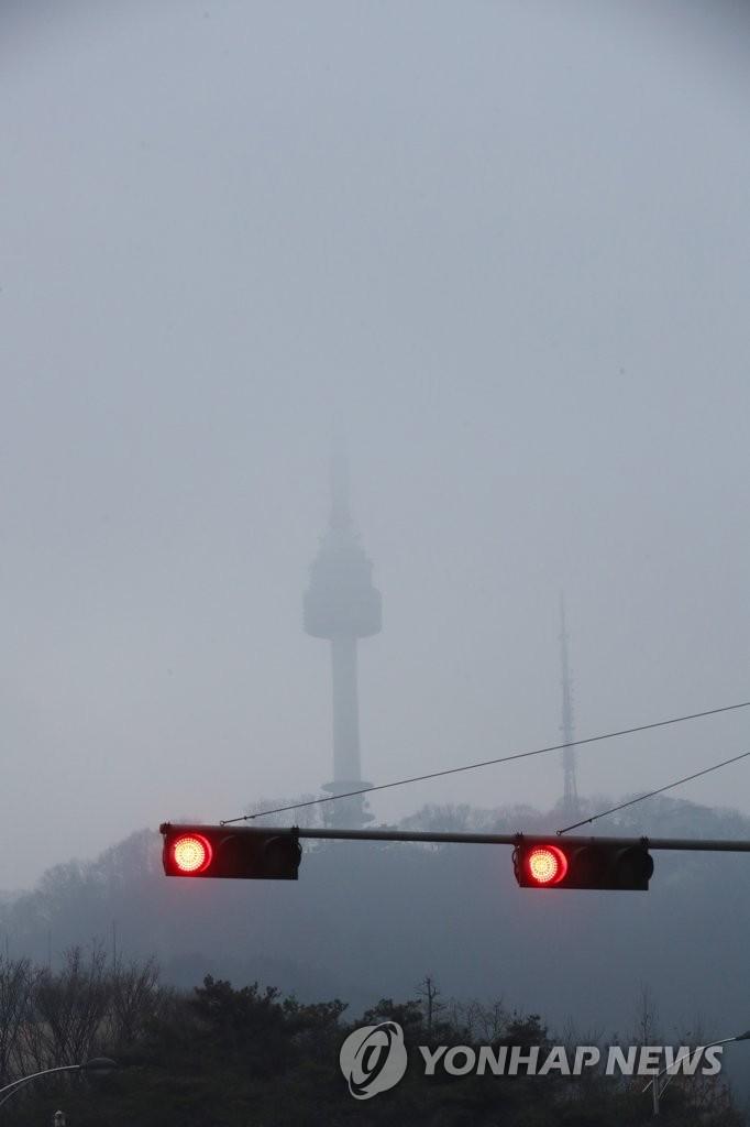 首尔再遭雾霾天 全城灰蒙蒙