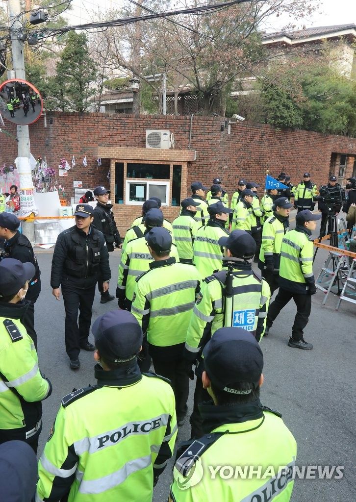 朴槿惠私邸外警备森严