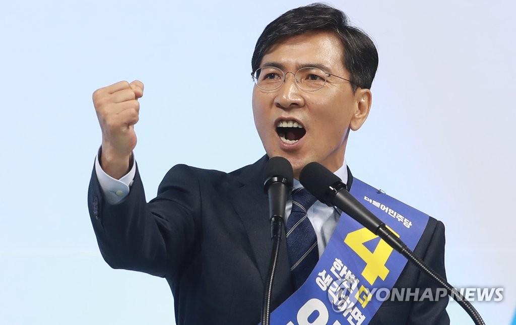 忠南知事安熙正拉票发表政见