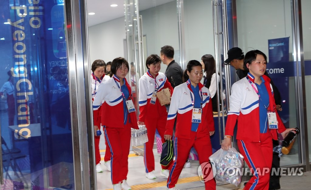 朝女冰球队在江陵备战世锦赛