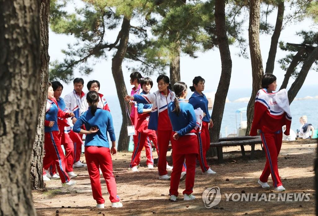 朝女冰球选手松林备战