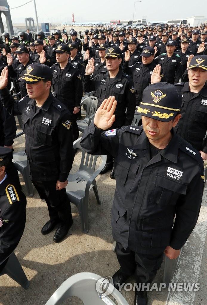 韩海警在休渔期前严打非法捕捞