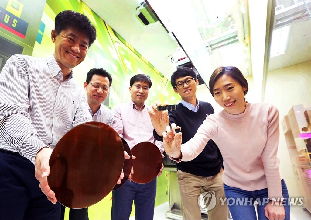 SK海力士4月10日首次研发出72层256Gb的NAND闪存。(韩联社)