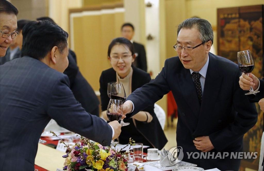 武大伟出席韩中亲善晚宴