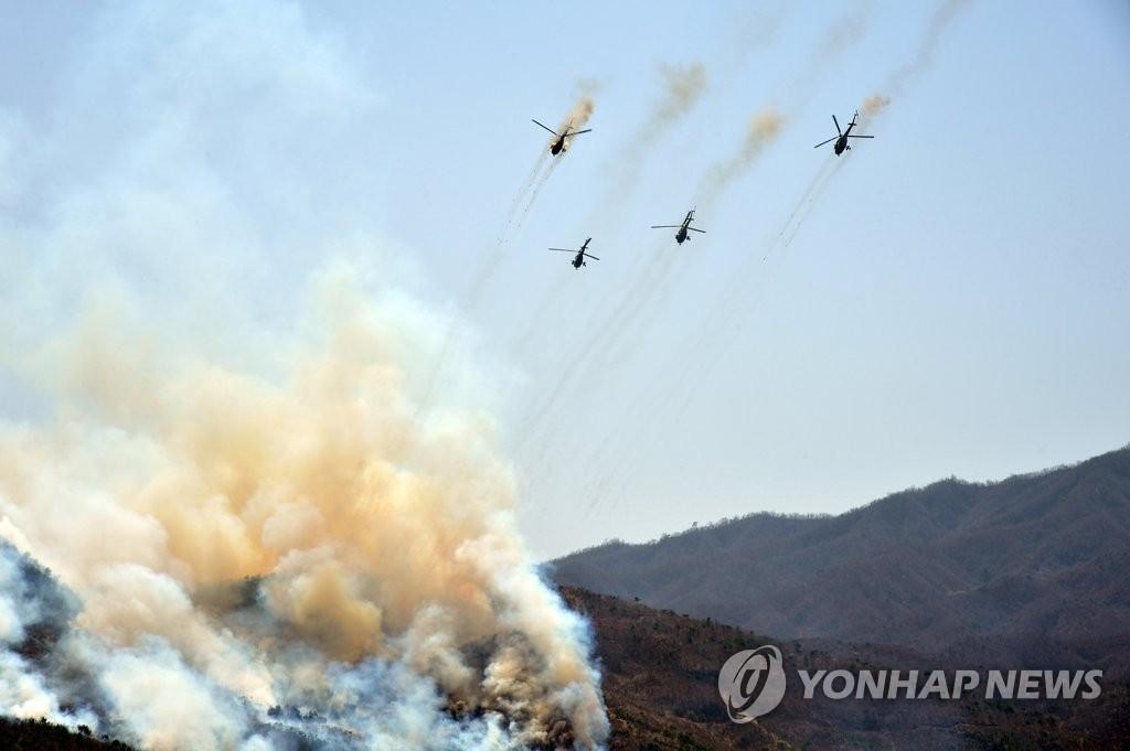 朝鲜举行空降打击大赛