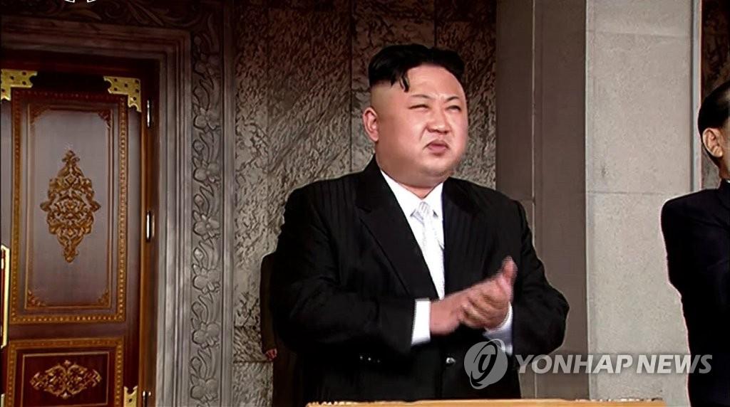 简讯:金正恩出席太阳节阅兵式
