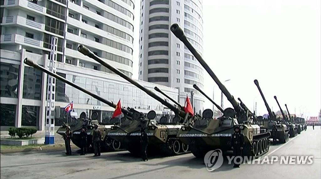 朝鲜举行太阳节阅兵式