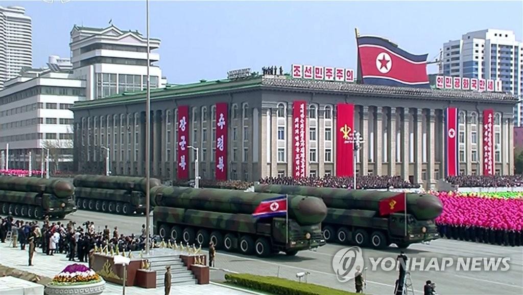 朝鲜首公开疑似新型洲际导弹