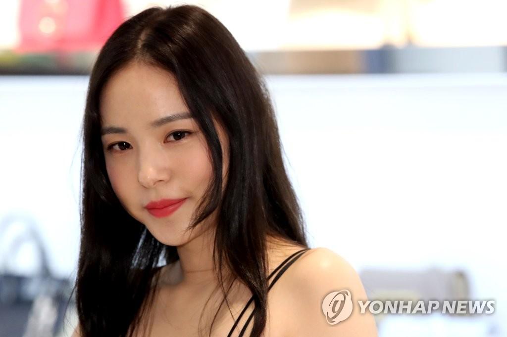 闵孝琳出席代言品牌宣传活动