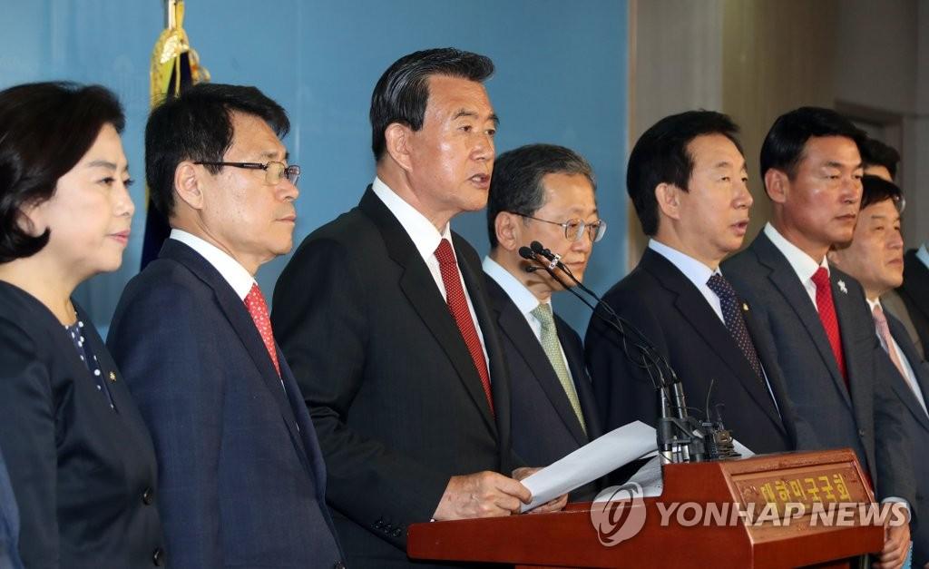 正党13名议员重回韩国党