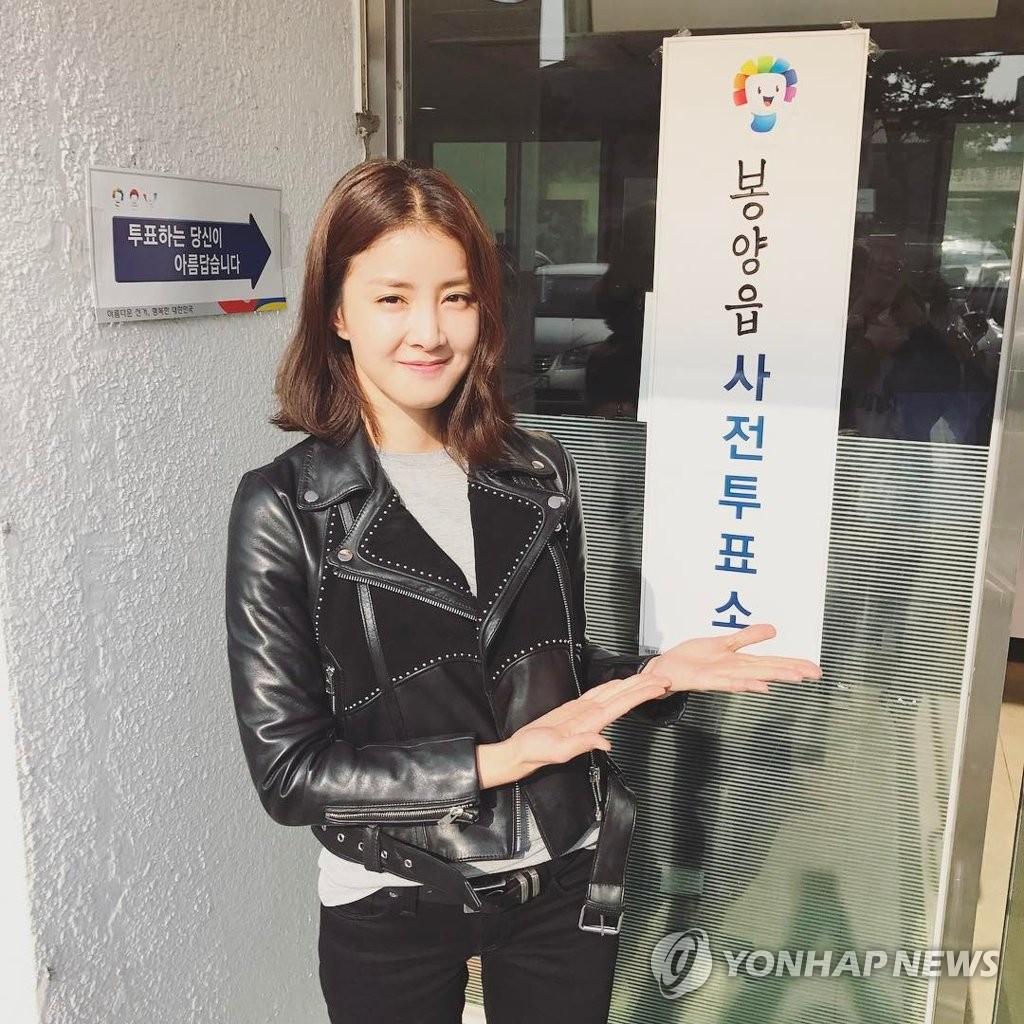 李诗英参加大选缺席投票