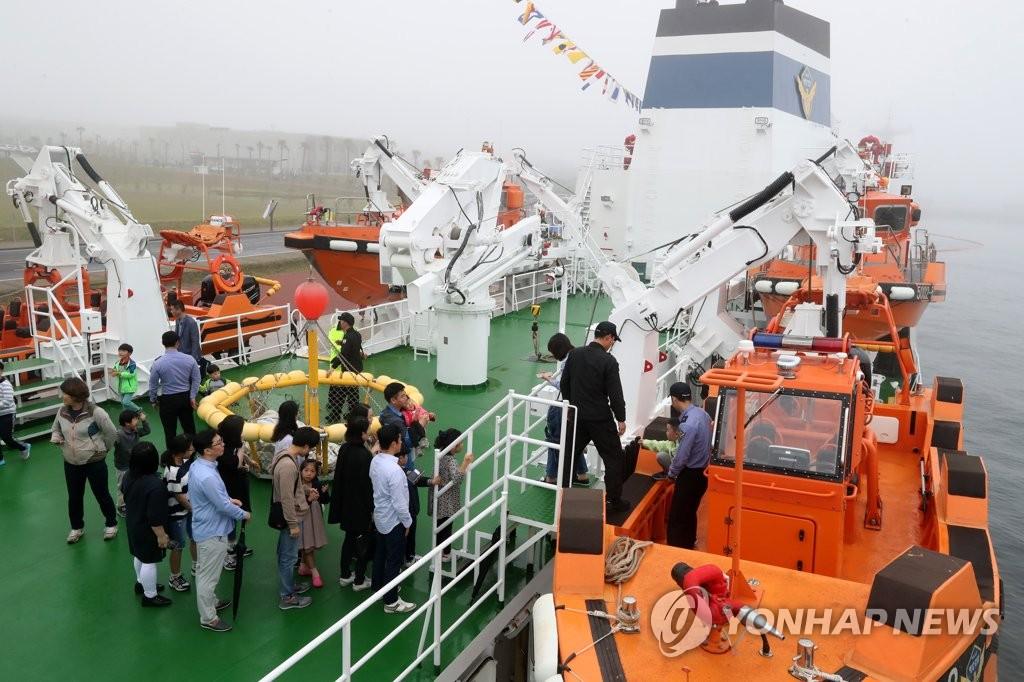 韩海警对外公开5002号舰