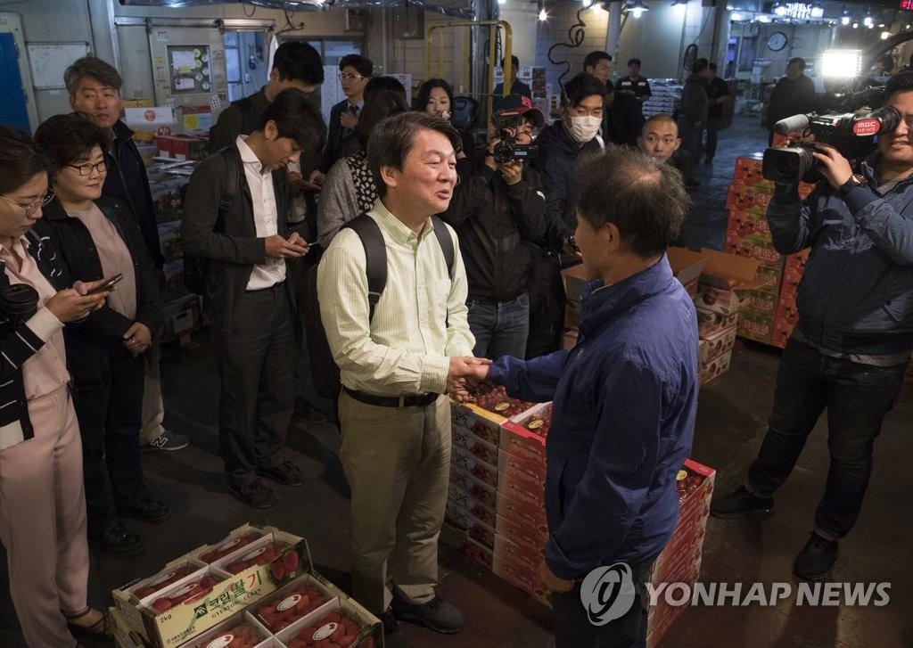 安哲秀访问传统市场