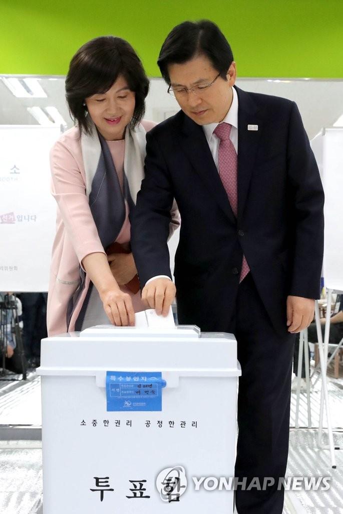 代总统夫妇参与新总统选举投票