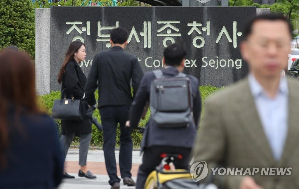 调查:韩九成年轻公务员认为职场内有老顽固
