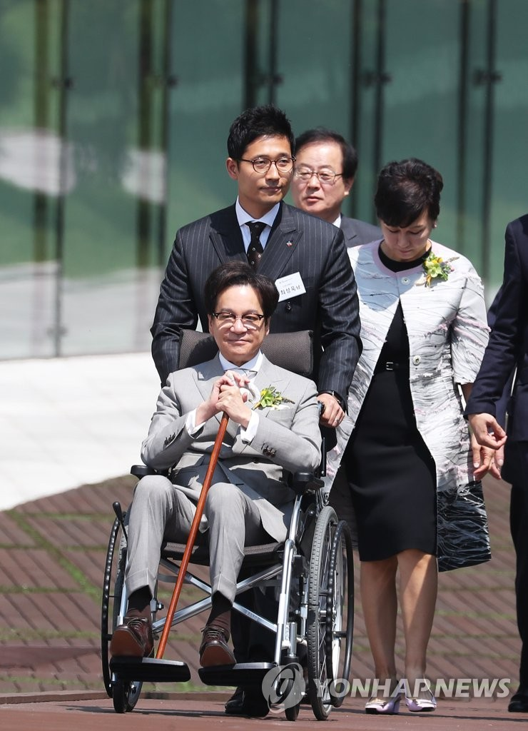 CJ集团会长李在贤时隔4年公开露面