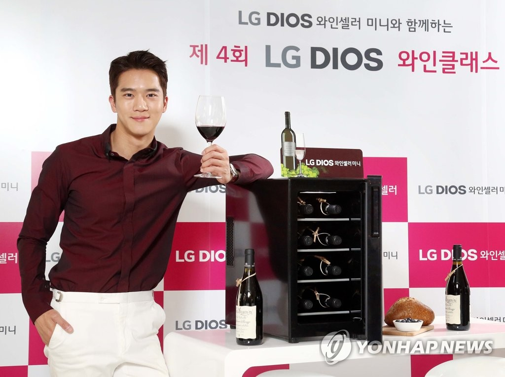 河锡辰助力LG葡萄酒柜宣传