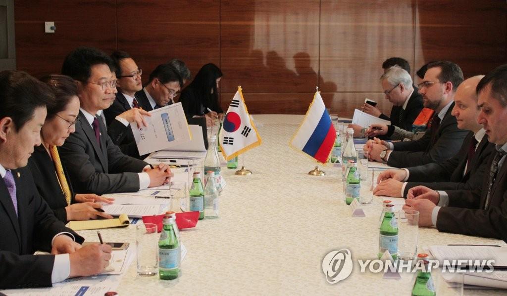 韩特使团与俄官员举行会谈
