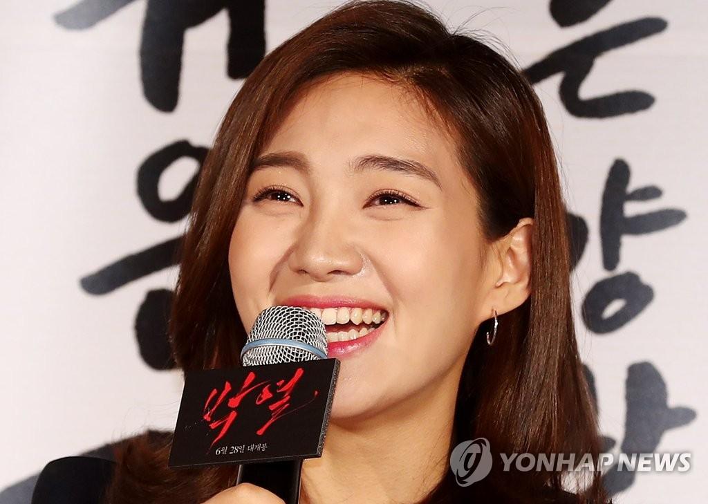 崔熙瑞微笑迷人