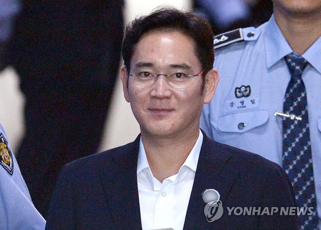 资料图片:5月25日,在首尔中央地方法院,李在镕出庭受审。(韩联社)