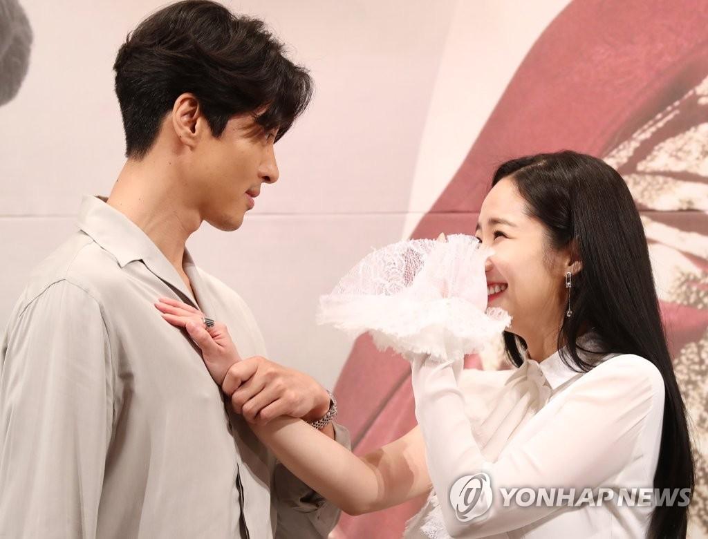 李东健和朴敏英主演《七日的王妃》
