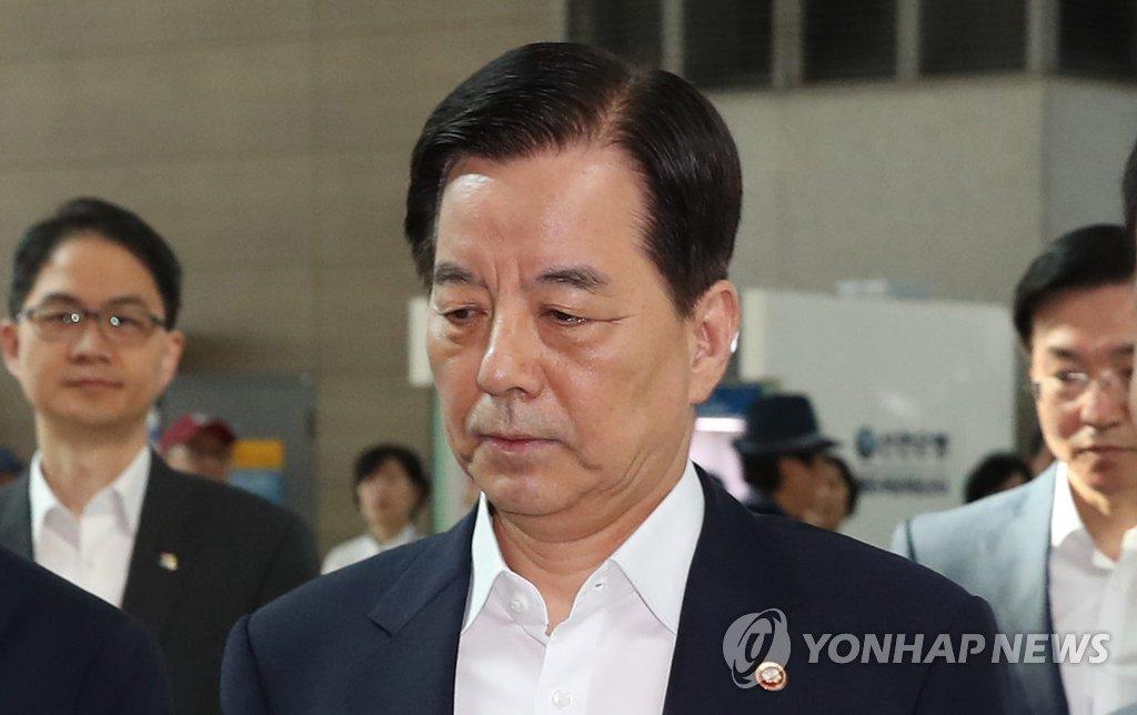 韩防长启程赴新加坡