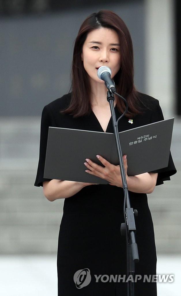 李宝英朗诵追思诗