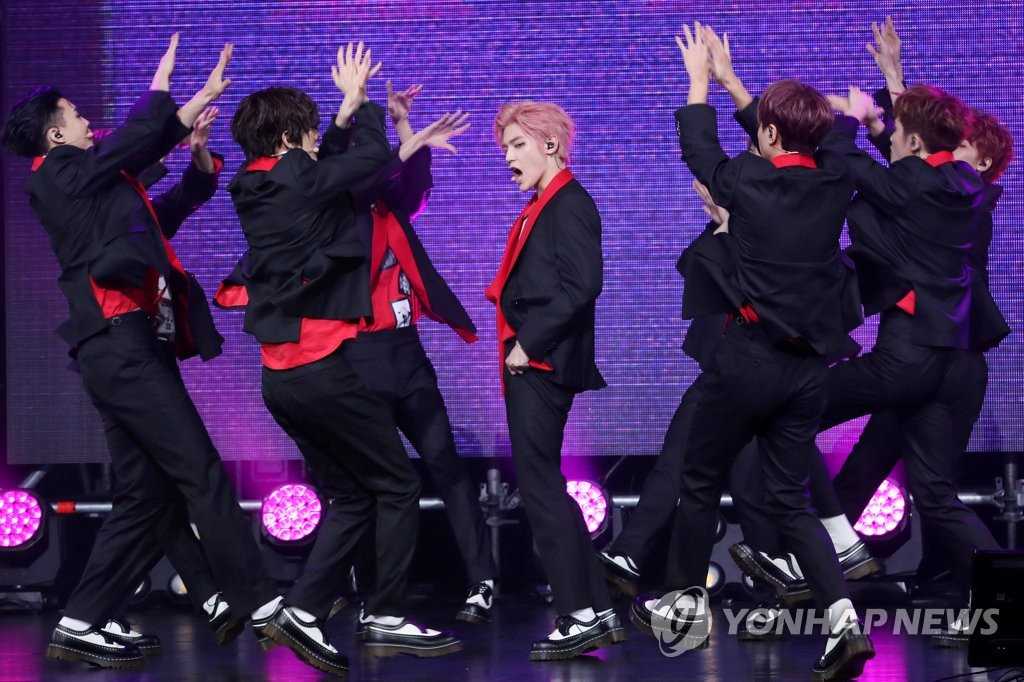 男团NCT 127绚丽舞台