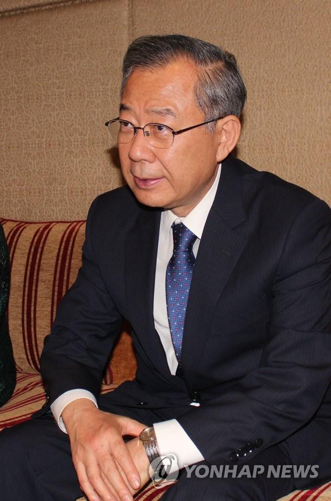 韩总统特使与驻印度记者交谈