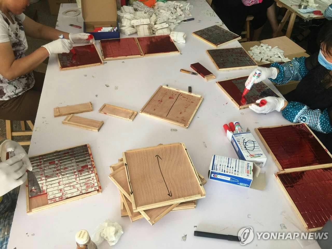 YG娱乐公开的U盘制作过程(韩联社/YG娱乐提供)
